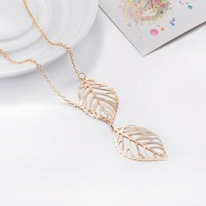 Double Leaf Delicate Necklace Gold